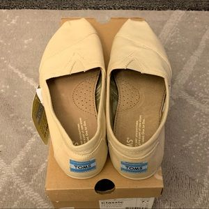 New women's Toms canvas shoes